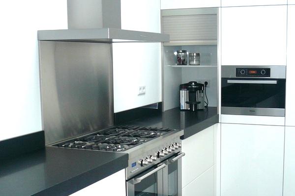 Keukenkasten Met Rolluiken : Keuken rolluiken keukenkast spuitverf onder aanrecht gootsteen